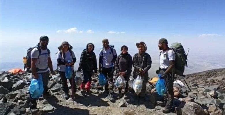 Vanlı dağcıların Ağrı Dağı'nda çöp tepkisi