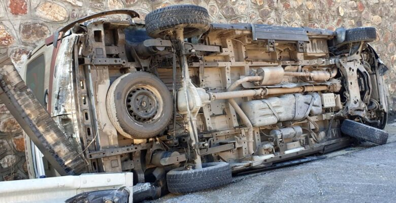 Ağrı ambulansı Gümüşhane'de kaza yaptı