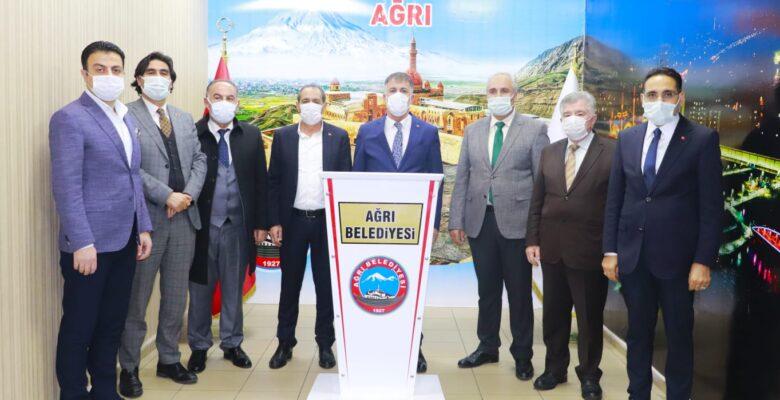 Ağrı Belediye Başkanı Savcı Sayan'a belediye başkanlarından destek