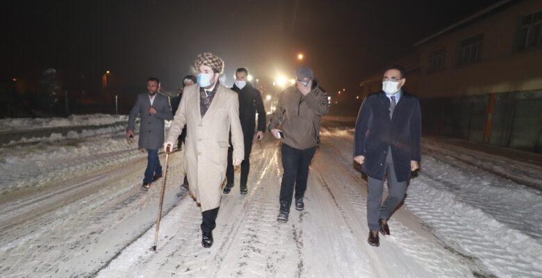 Başkan Sayan, kar temizleme çalışmalarını denetledi