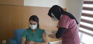 Ağrı'da ilk koronavirüs aşısı sağlık çalışanlarına uygulandı
