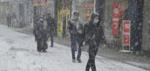Ağrı'da kar yağışı sevindirdi