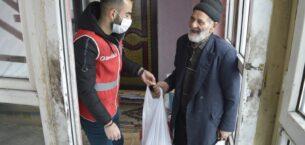 Genç Kızılay'ın gönüllü gençleri yaşlıları ziyaret etti