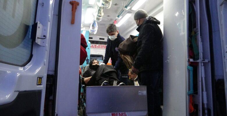 Köyde mahsur kalan hasta kadını paletli ambulansla kurtarıldı