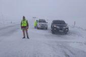 Ağrı'da tipi ve buzlanma kazaları peşinden getirdi