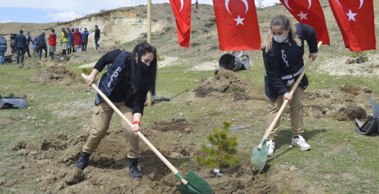 Ağrı'da fidanlar, şehit polislerin anısına toprakla buluşturuldu