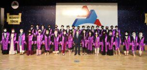 AİÇÜ'de yüz yüze mezuniyet töreni coşkusu