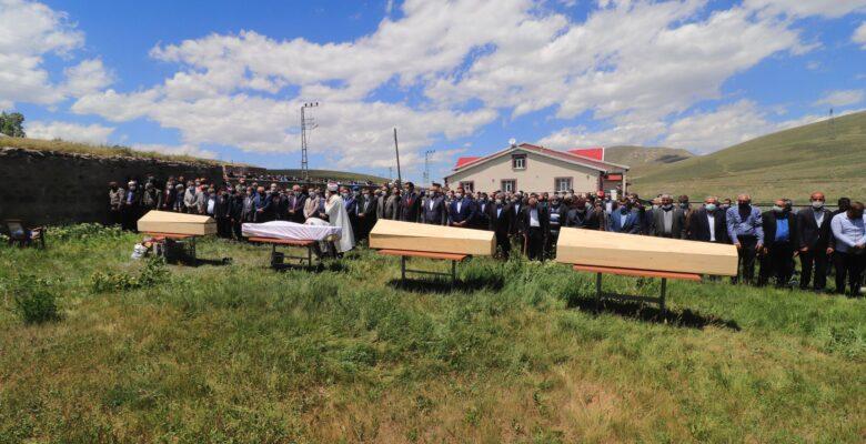 Sivas'taki kazada hayatını kaybedenlerden 4 kişi Ağrı'da toprağa verildi
