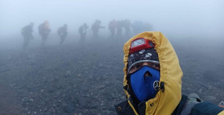 Kaybolan 2 dağcı için gittiler, 5 kişi ile döndüler