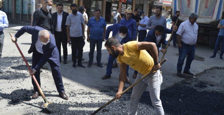 Ağrı'da yılsonuna kadar asfaltlanmayan yol kalmayacak