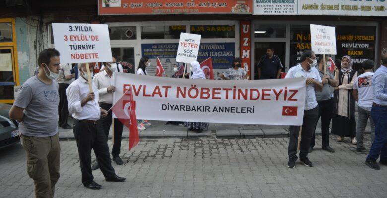 Diyarbakır Anneleri Ağrı'da HDP İl Binası önünde eylem yaptı