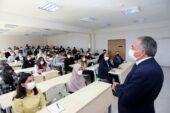 AİÇÜ'de Yüz Yüze Eğitimin İlk Dersini Rektör Prof. Dr. Karabulut Yaptı